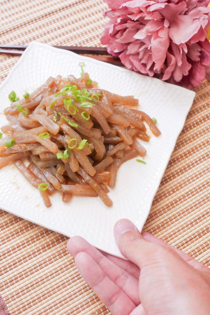 こんにゃくの生姜焼きの盛り付け例
