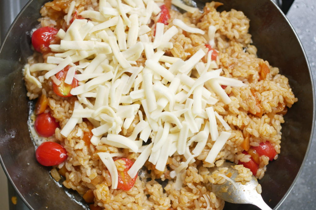 ご飯とチーズで炒める
