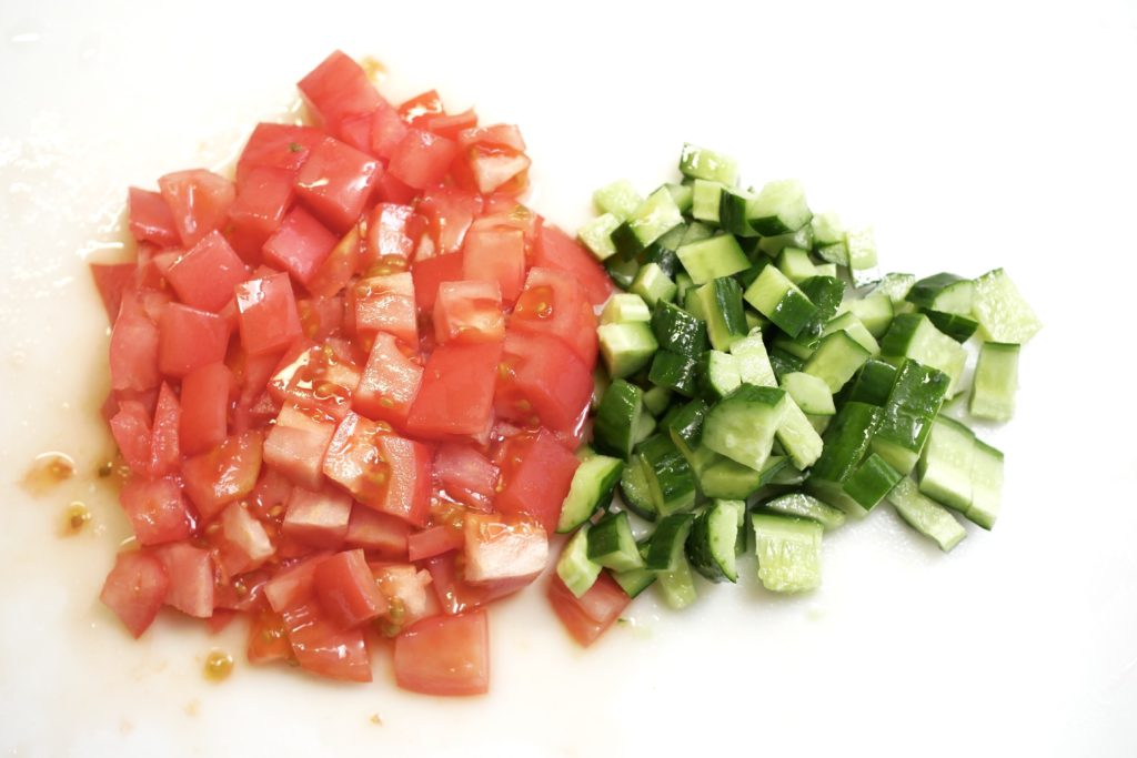 トマト、きゅうりの角切り
