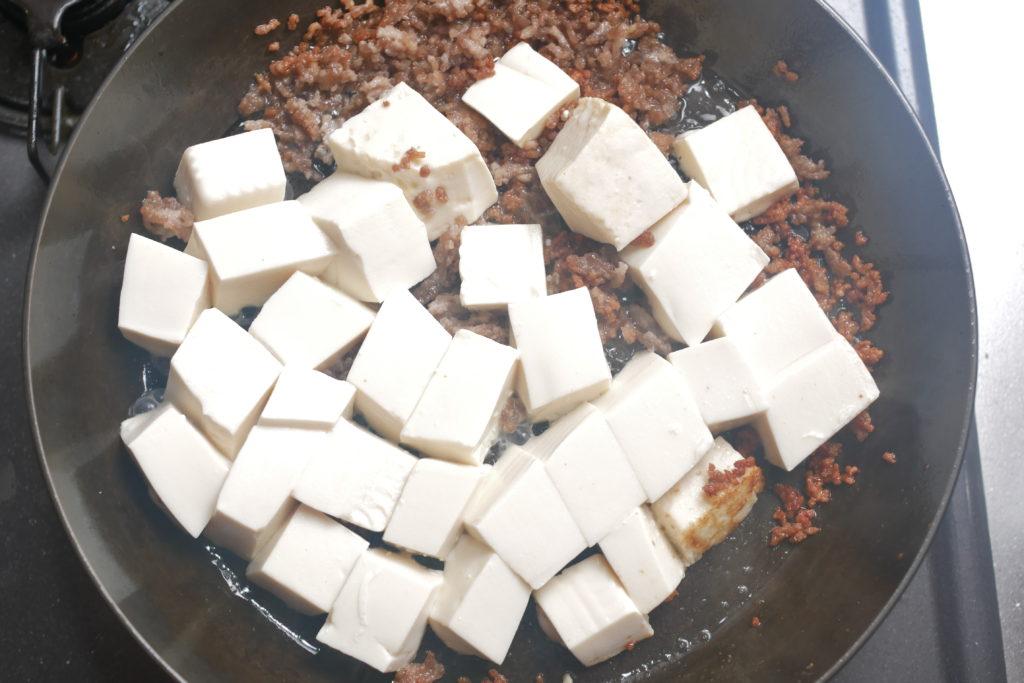 豆腐を入れて蒸す