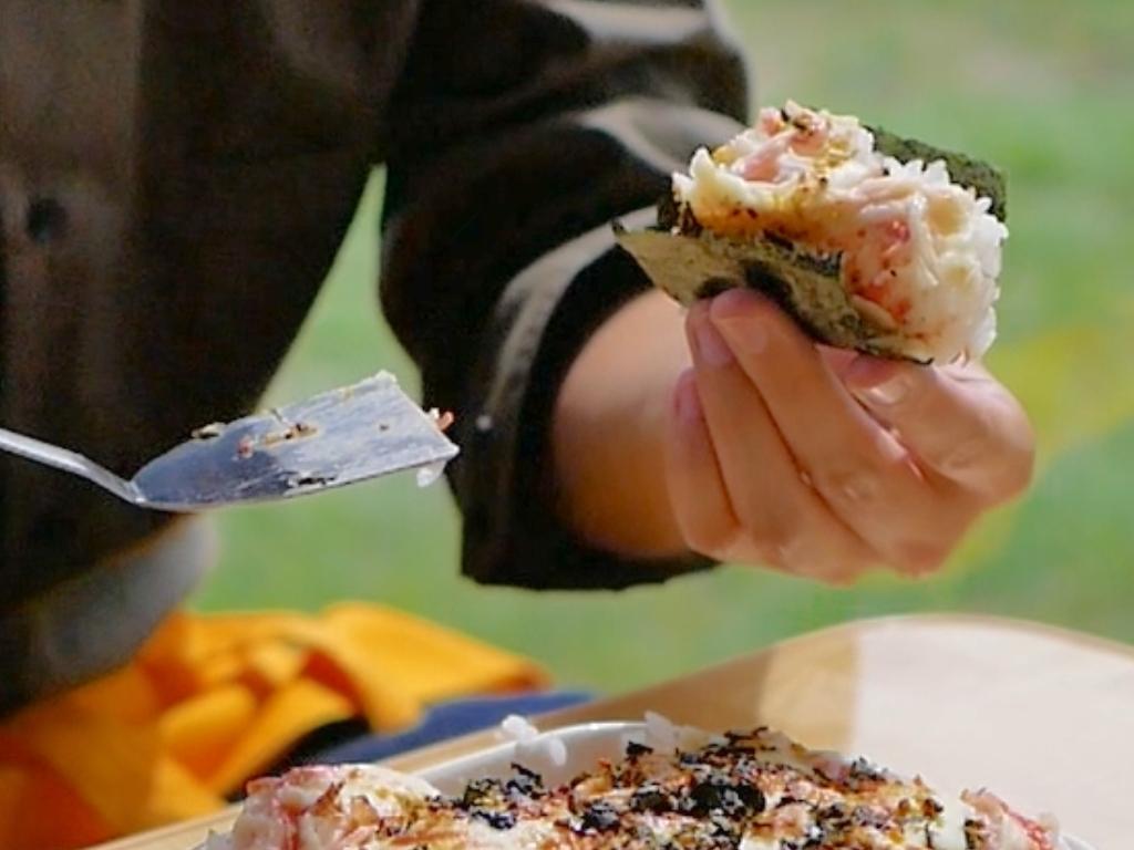 海苔で巻いて食べる