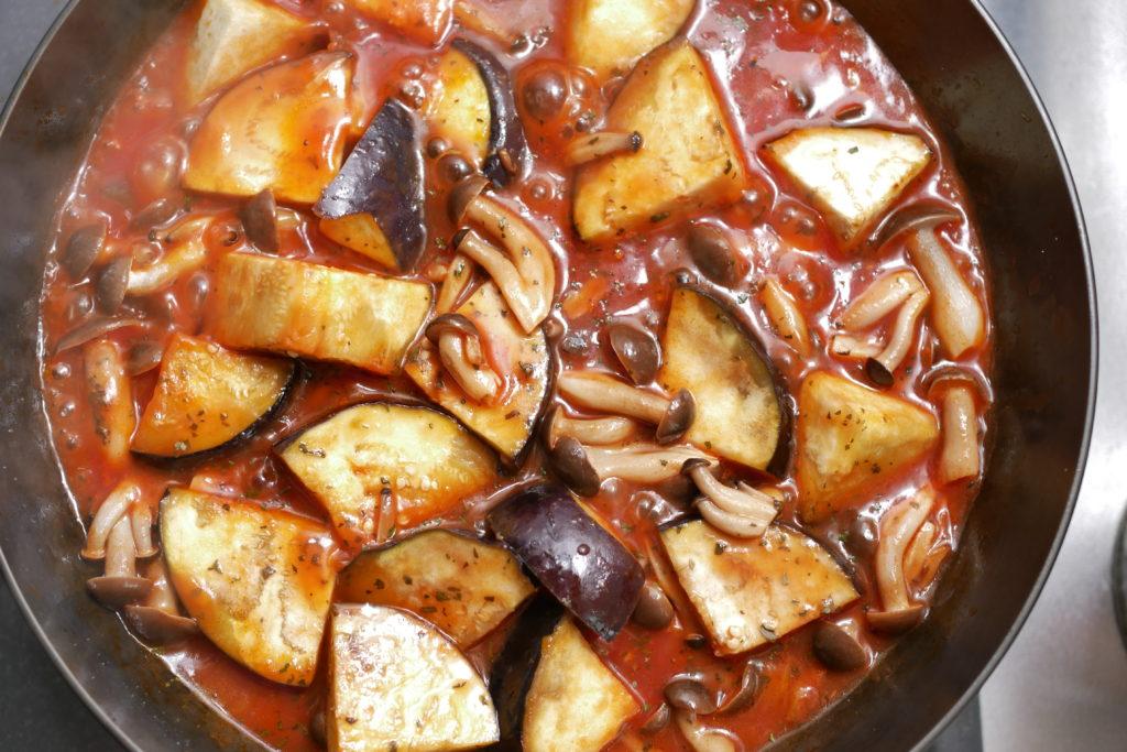 トマトジュースで煮る