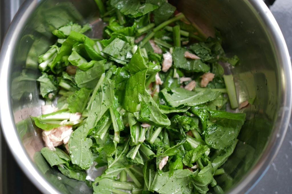 小松菜をツナで蒸す