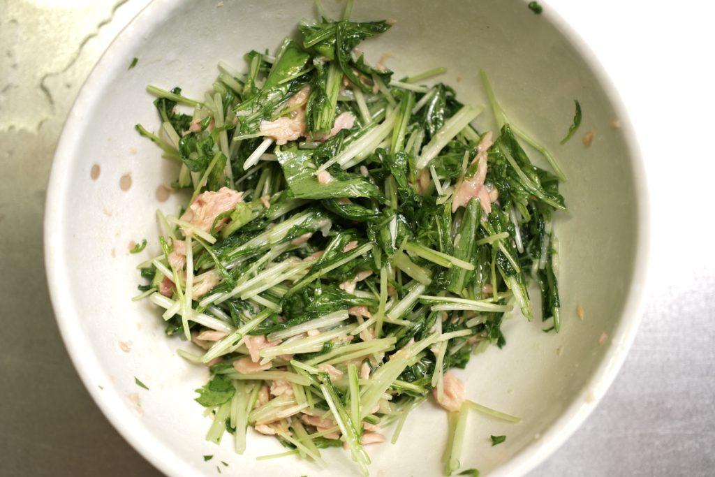ペペロン味のサラダを作る