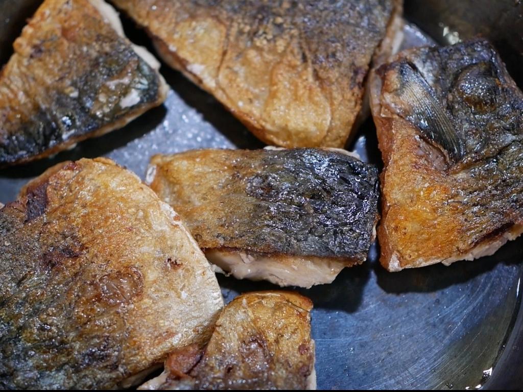 鯖を皮からしっかり焼く