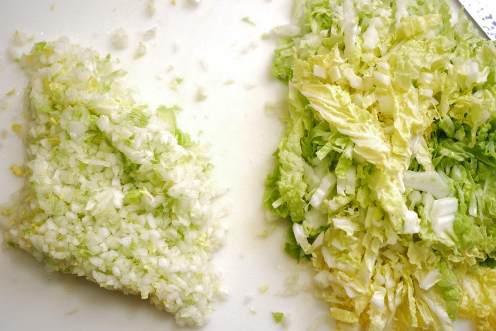 白菜のみじん切りと千切り