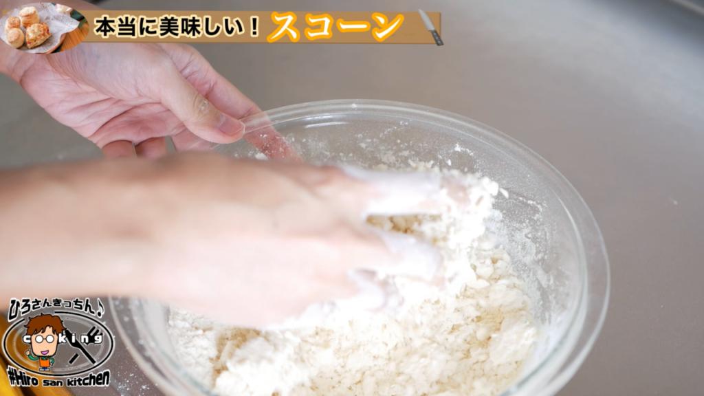 強力粉へ水分を回す