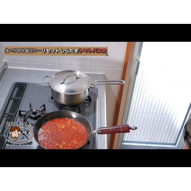 トマトソースを仕上げる